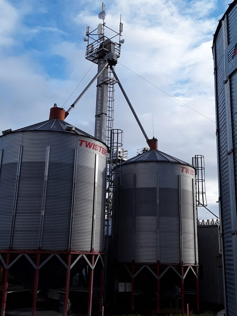 Who needs a hill when you can put an antenna on top of a grain silo?